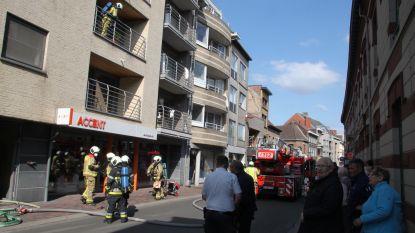 Kaarsje in badkamer zorgt voor brand op tweede verdieping appartementsgebouw