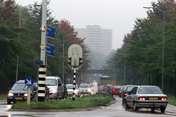 De Nijenoord Allee in Wageningen kent, net als de Mansholtlaan, in de ochtend en avondspits een slechte doorstroming.