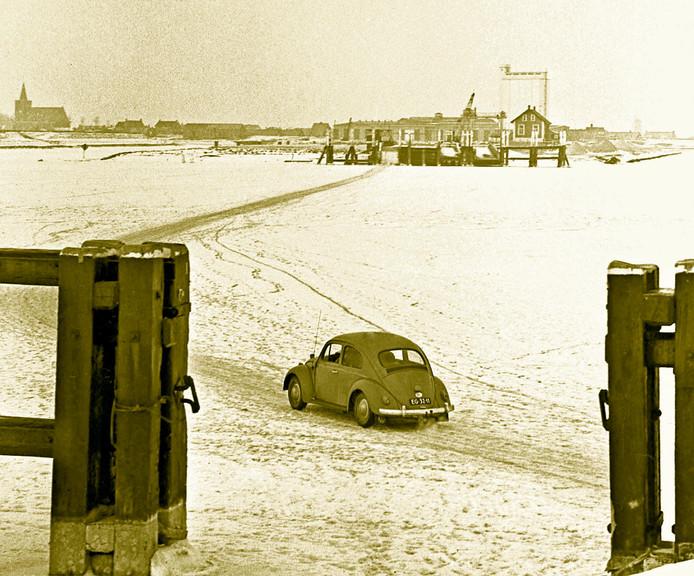 De winter van '63 was zo streng dat je met de auto over het nieuwe Veerse Meer van Wolphaartsdijk naar Kortgene kon rijden.