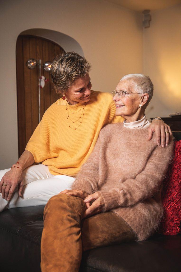 """Ex-judoka Gella en haar mama Lieve - 78 al, maar een fiere verschijning. """"'t Is fijn om iemand te verwennen die zoveel voor jou gedaan heeft."""""""