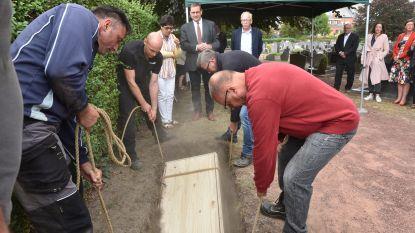 35 eeuwenoude skeletten krijgen dertig jaar na opgraving definitieve rustplaats in Ename