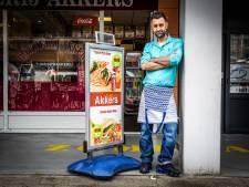 Murat kwam toevallig in Spijkenisse en wil nooit meer weg: 'Ik hou van mijn klanten'