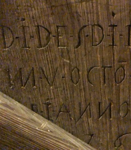 Bijna 344 jaar geleden kraste iemand een tekst in Kasteel Amerongen, maar wat staat er?