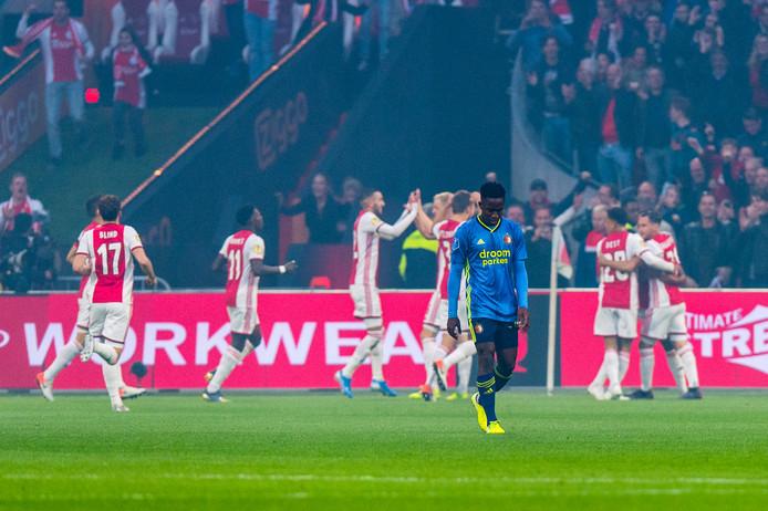 Sinisterra druipt af na weer een Ajax-goal.
