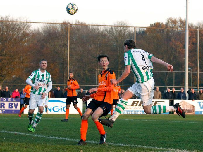 Kloetinge (groen-wit) en Terneuzense Boys (oranje) treffen elkaar ook volgend seizoen in de eerste klasse.