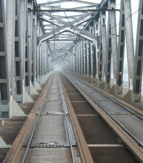 Ruim twee weken geen enkele trein over Moerdijkbrug in zomer