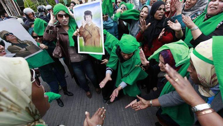 Aanhangers van Kadhafi in Tripoli. Beeld reuters