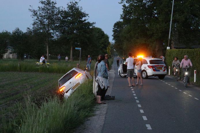 Een beschonken bestuurder belandde langs de Nieuweweg in een sloot.