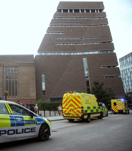 Jongetje (6) dat van museum in Londen werd gegooid in spalkenharnas uit ziekenhuis ontslagen