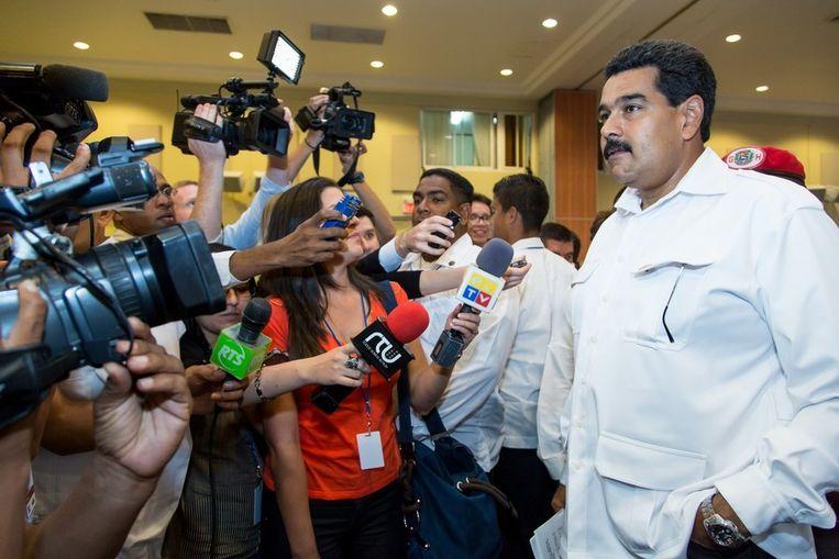 President Nicolas Maduro van Venezuela staat de pers te woord over het standpunt van de Unasur over de kwestie-Syrië. Beeld afp