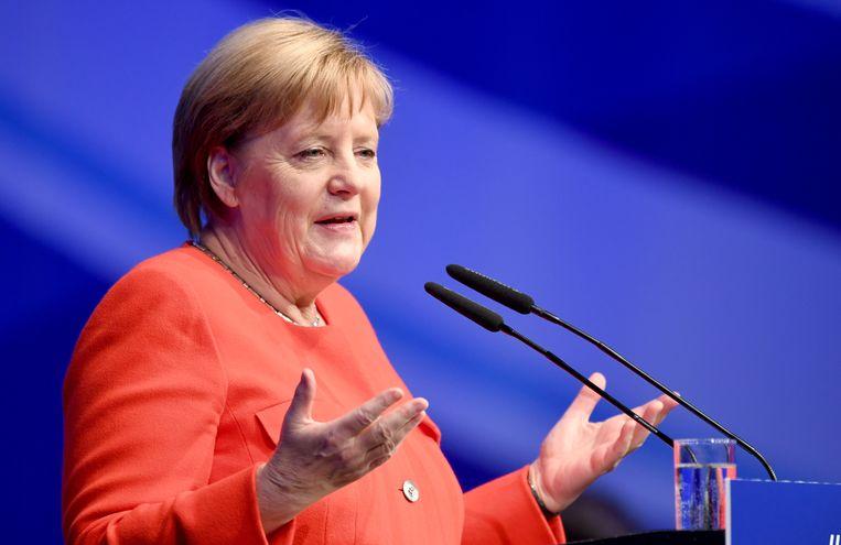 Bondskanselier Angela Merkel aan het woord tijdens een bijeenkomst van de jongerenafdeling van haar partij (CDU).