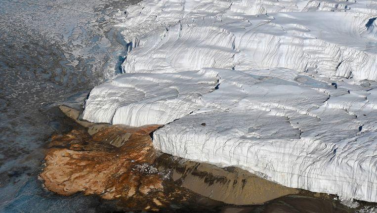 Het is een raadselachtig natuurfenomeen, de Bloedwaterval op Antarctica.