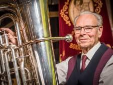 Jan al 70 jaar lid muziekvereniging Bornerbroek: 'Aan muziek maken heb je je hele leven wat'