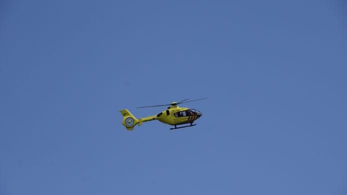 Een traumahelikopter is in Duiven geland omdat een wielrenner ernstig gewond is geraakt bij een valpartij in de Eltensestraat.
