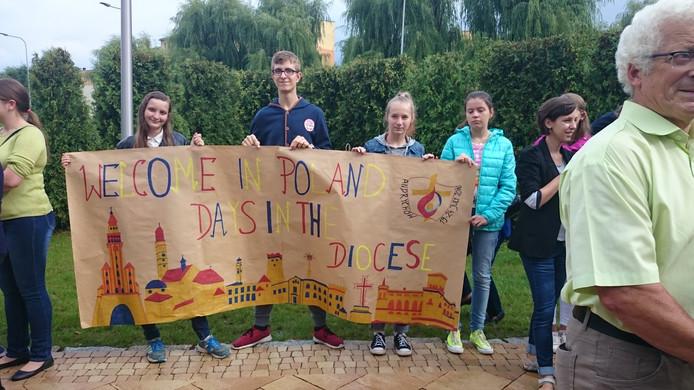 De reizigers werden verwelkomd door de gastgezinnen in Andrychow.