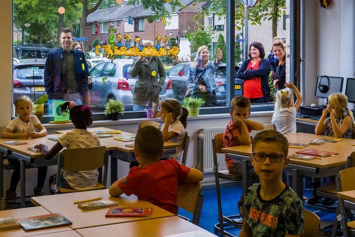 De Bussel in Kaatsheuvel op de eerste schooldag. Dan kun je de ramen nog wel open gooien. De school heeft overigens wel een goed luchtverversingssysteem.