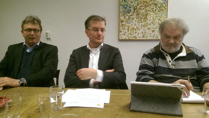 Vlnr. SMC-bestuurder Kees Roelofs en wethouders Kees Grootswagers en Wil Ligtenberg.