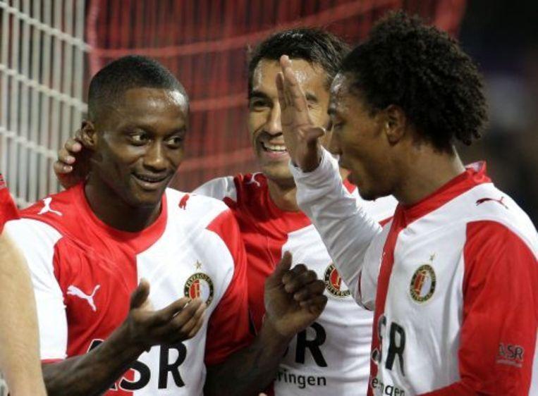 Slory scoort 1-0 tegen RKC en wordt gefeliciteerd door Van Bronckhorst en De Guzman. ANP Beeld