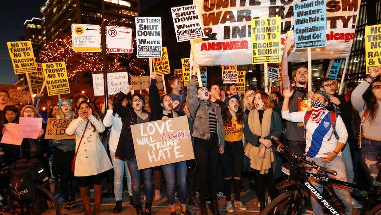 Demonstranten bij het Trump-hotel in Chicago. Beeld REUTERS