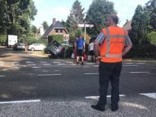 Auto en scooter in sloot in Nijkerk