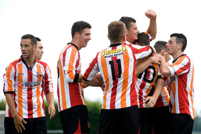 MEC viert een doelpunt in de wedstrijd tegen Jan van Arckel van 3 juni.