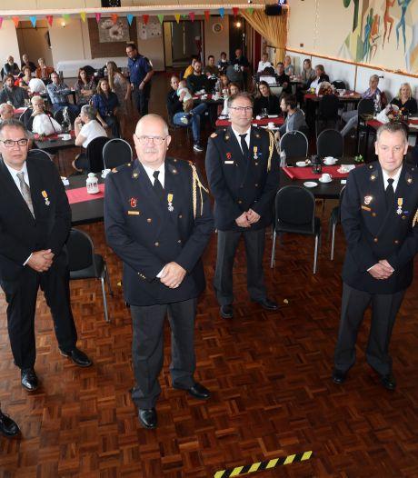 Lintje voor zes Sasse brandweerlieden