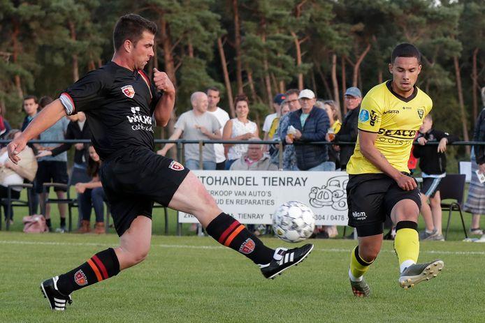 Joël Roeffen in actie tijdens zijn officieuze debuut voor VVV.