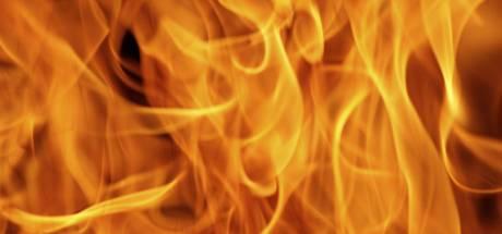 Brandweer uitgerukt voor grote brand aan Linie in Bergen op Zoom