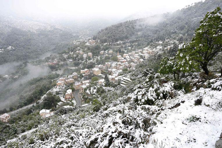 Ook het dorpje Vivario is bedekt met sneeuw.