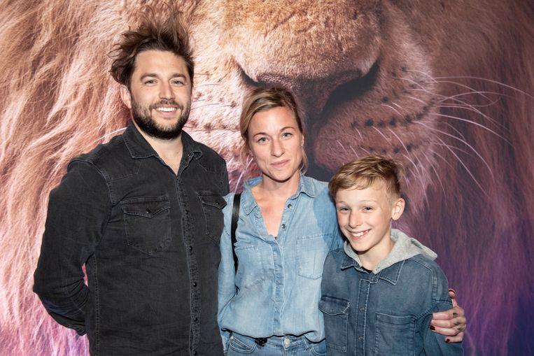 """""""Timon en Pumba zijn mijn twee favoriete figuren uit 'The Lion King', want het zijn twee onnozelaars"""", aldus kersvers 'De Buurtpolitie'-acteur Dempsey Hendrickx die zich kostelijk amuseert op de set. Hij kwam kijken met vriendin Joke en diens zoontje Willem."""