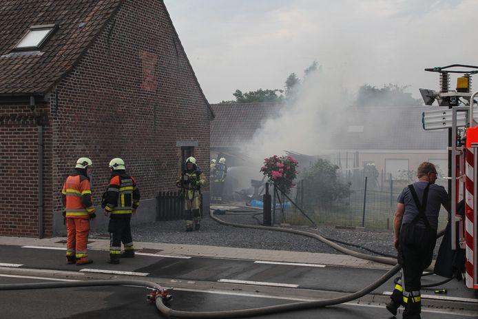 De brand ontstond in een garage in de Gentstraat.