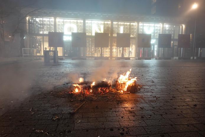 Nieuwjaarsnacht: een brandje op Plein '44.