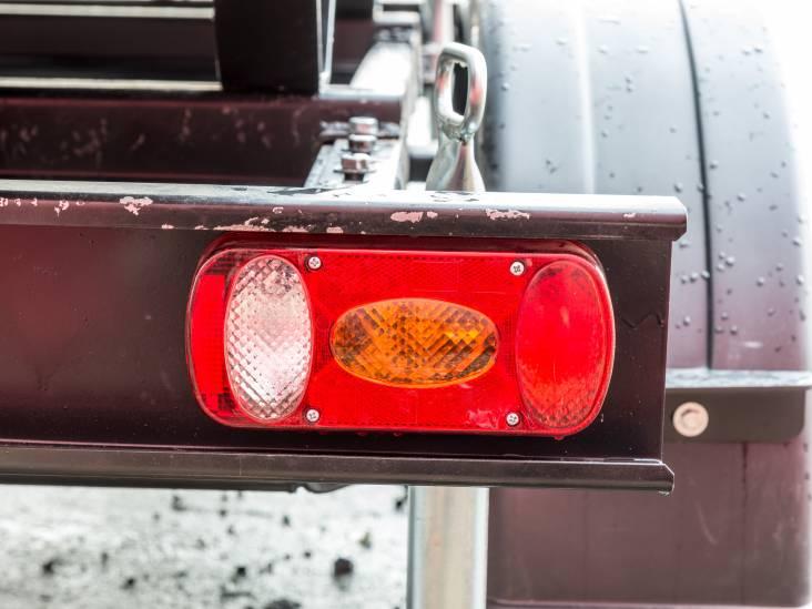 Mag aanhanger overdag zonder verlichting rijden?