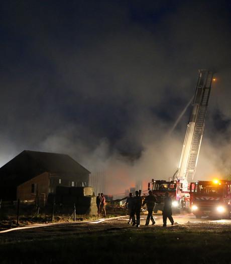 Brand bij schuur in Velddriel: problemen met bluswater en asbest vrijgekomen