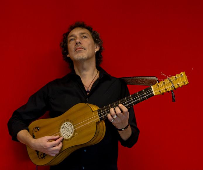 Musicus Adriàn Rodriquez van der Spoel.