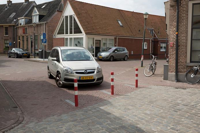 In 2017 zijn de paaltjes tussen de Koestraat en de Markt amper een weekje in gebruik geweest. Daarna gingen ze omlaag voor een pilotperiode die ook in 2018 voortduurde. De gemeente wil de Markt nu opnieuw af gaan sluiten.