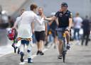 Max Verstappen op de fiets op Hockenheim.