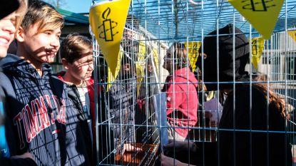 Leerlingen gekooid! Spectaculaire Amnesty International-actie op Hasp-O Zepperen