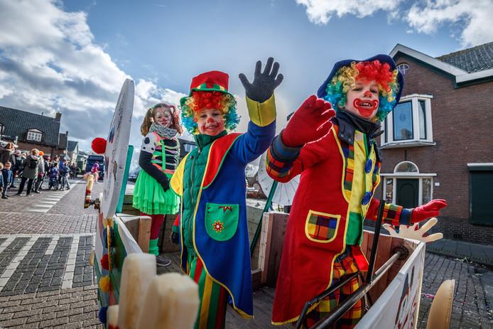 Optocht Zevenbergschen Hoek: De Pipo's van Strooiendurp