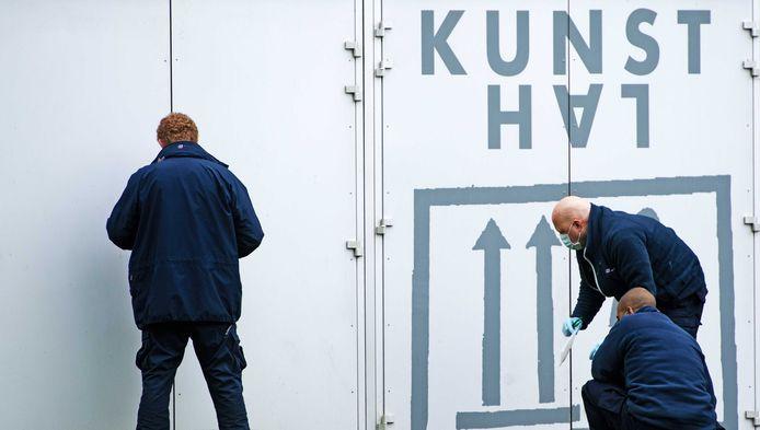 In de Kunsthal wordt sporenonderzoek gedaan naar de schilderijenroof.