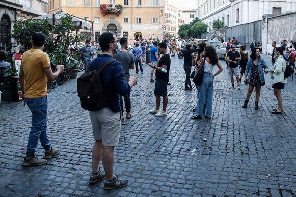 De straten in Rome lopen weer vol nu de Italiaanse coronamaatregelen worden teruggeschroefd.