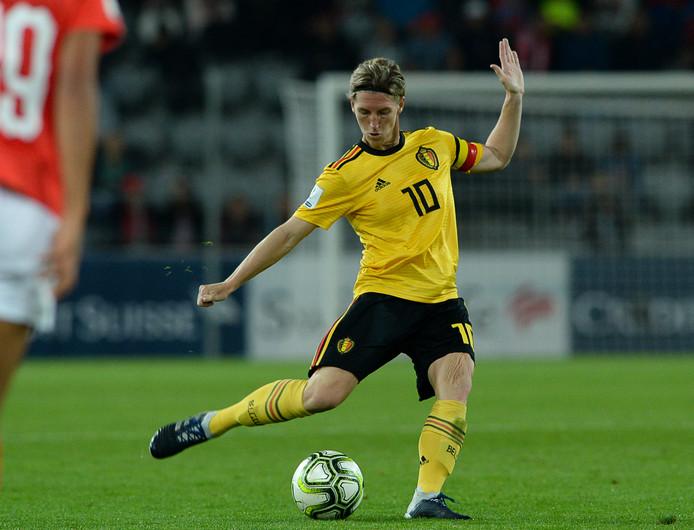 Aline Zeler in actie namens België tegen Zwitserland tijdens een WK-kwalificatiewedstrijd.
