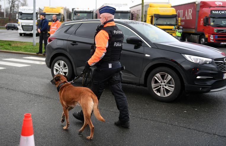 Tijdens het weekend zonder alcohol vond de Leuvense politie ook een verboden wapen in een wagen.