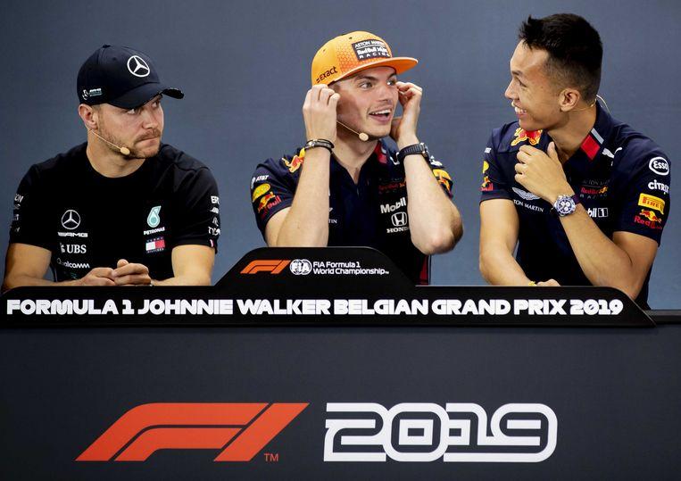 Valtteri Bottas (Mercedes), Max Verstappen en Alexander Albon van Red Bull tijdens de persconferentie voorafgaand aan de Grand Prix van België. ANP REMKO DE WAAL Beeld ANP