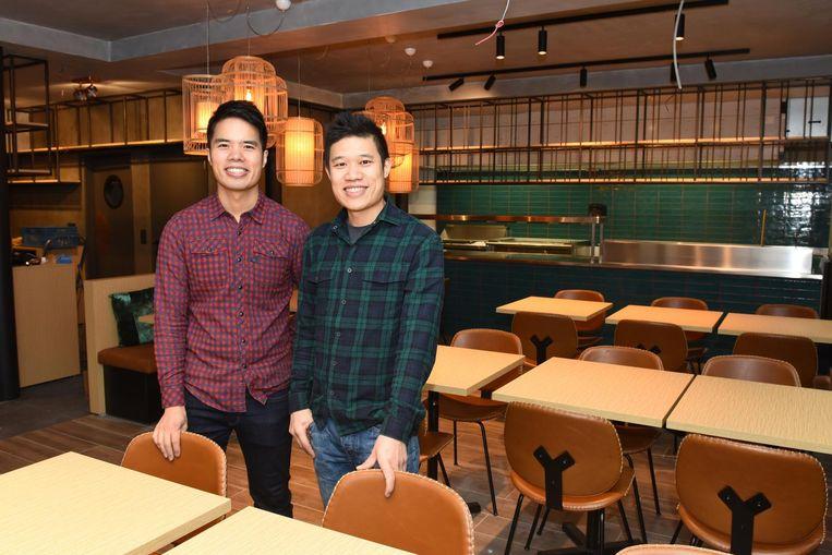 Kwan Juk en Kwan Hi in hun nieuwe zaak Bowls aan de Dolfijnkaai.