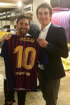 Tourwinnaar Thomas pronkt met shirt van Messi