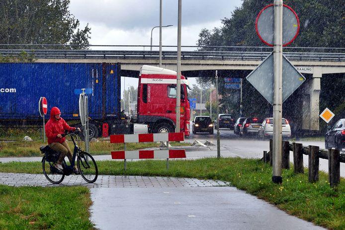 Afslaande vrachtauto's van A17 bij Kralen, volgens de gemeente het gevaarlijkste kruispunt.