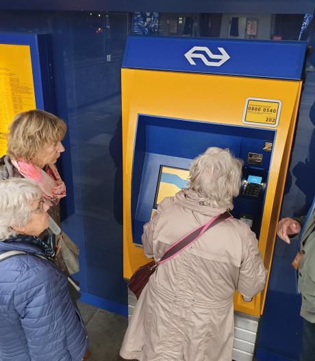 Senioren uit Goor krijgen proefrit in openbaar vervoer