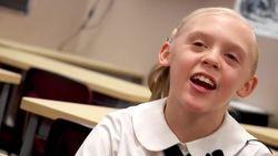 Tannah (11) verneemt dat haar adoptie rond is: haar spontane reactie is aandoenlijk
