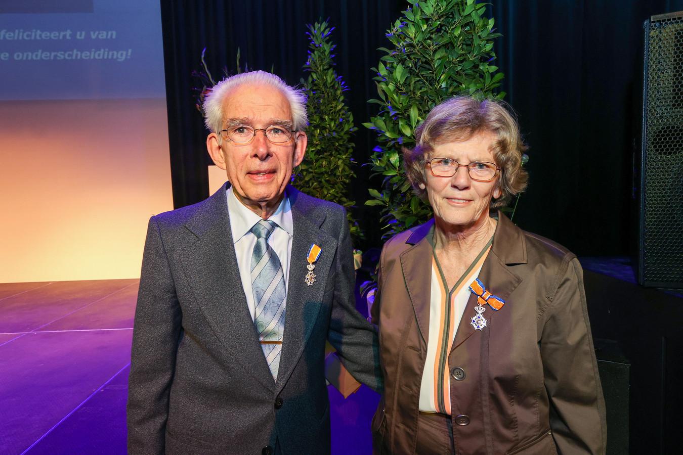 Andries en Ria Smaal-Van Doorne kregen zaterdag eindelijk hun Koninklijke onderscheiding.